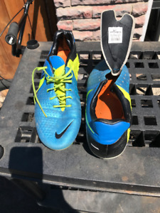 Soccer Cleats - Nike CTR 360 - Size M9.5