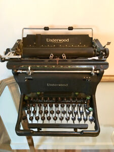 VINTAGE UNDERWOOD TYPEWRITER - Works! Impeccable