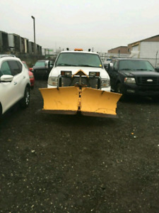 2006 F250 WORKING PLOW AND SALTER SAFTIED