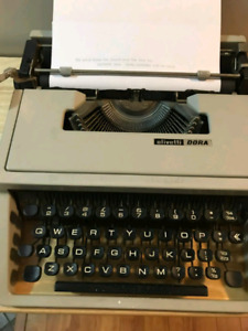 Ultra portable typewriter - Olivetti Dora