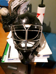 Senior men's goalie mask
