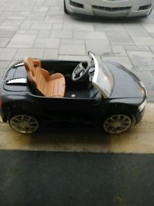 Audi r8 ride-on. Auto electrique pour enfant