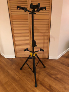 Support pour trois guitares Hercules/Hercules 3 guitar stand