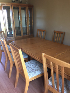 LIKE NEW!! Dining Room Table, 8 Chairs and China Cabinet