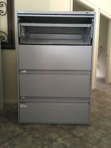 4 drawer filing cabinet, great shape, used