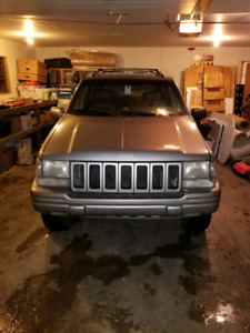 Jeep cherokkee 1998 limited  edition V8