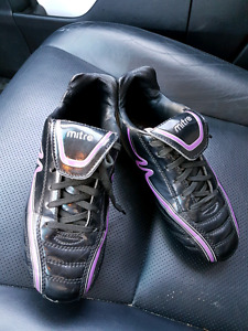 Size 3.5 Girls Soccer Cleats