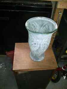 Nice decorative glass vase.. Aprox 12 inch tall West Island Greater Montréal image 3