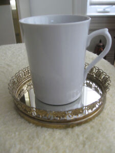 AMPLE-SIZED WHITE PORCELAIN COFFEE / TEA MUG