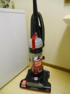 AS NEW BISSEL POWERFORCE TURBO BAGLESS UPRIGHT VACUUM!!