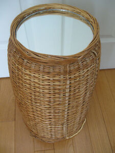 INTERESTING COMBO BASKET-WEAVE TABLE / WOVEN LAUNDRY HAMPER