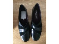 Womens size 6 leather Pitillos shoes