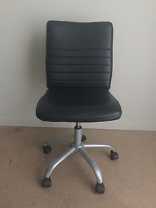 Selling Mainstay Faux Leather fice Chair Great Condition