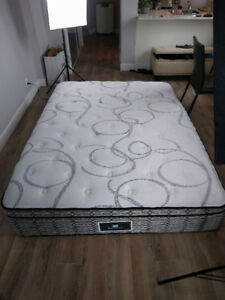 NEAR NEW SEALY POSTUREPEDIC SPRING-FREE MATTRESS