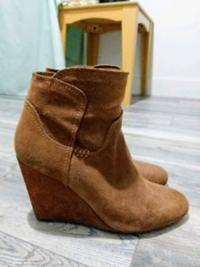 Le Chateau women's brown suede ankle boots, size 8