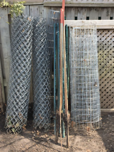 Chain link & chicken wire fence & spikes/posts (lot)