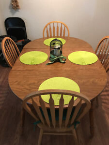 Kitchen Table- Good Condition!