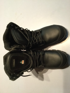 Size 7 men or Ladies 9 steel toe Dakota work boots