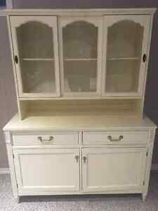 Beautiful Vintage China Cabinet and Hutch