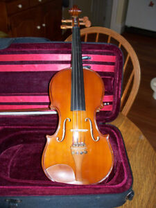 Antonio Rossi 1/2 size violin in great case