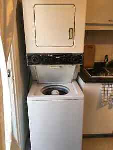 Laveuse et sécheuse superposer Washer and Dryer Inglis