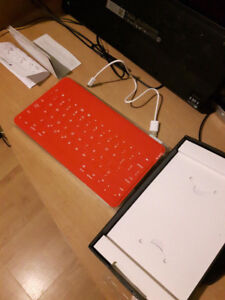 Bluetooth Keyboard for Apple Ipad. Pristine Condition.