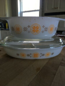 Vintage Pyrex Brown Star Town and Country set