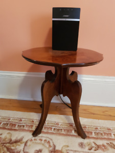 Occasional table.