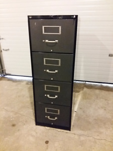 4 Drawer vertical filing cabinet, Key included