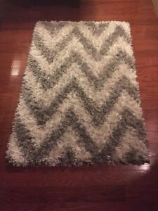 Trendy grey and white rug