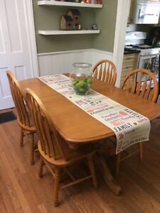 Dining Set with 8 Chairs and Hutch