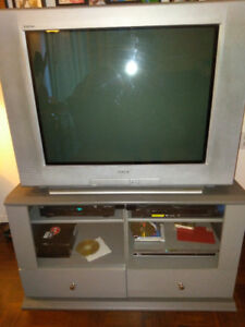 "32"" Flat Screen Sony Trinitron TV. Great For Classic Gaming"
