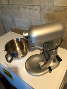 Selling KITCHEN AID PROFESSIONAL 600 MIXER - its brand new!!!!!
