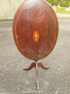 OVAL WOODEN ACCENT TABLE WITH INLAY LOCATED IN VILLE ST-LAURENT