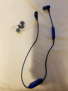 JBL wireless earbuds with extra eartips