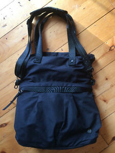 Nearly new lululemon bag Kingston Kingston Area image 1