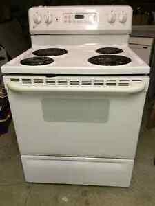 oven with matching range hood Moose Jaw Regina Area image 2