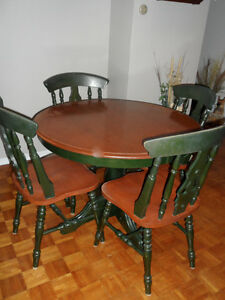 Dining/kitchen table and matching chairs