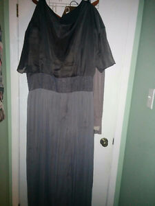 Pluse size gray dress, gown size 18-20 London Ontario image 3