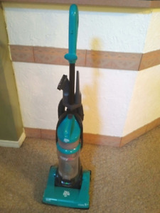 DIRT DEVIL EASY LITE CYCLONIC UPRIGHT VACUUM