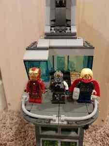 "Lego ""Attack on Avengers Tower"" 76038"