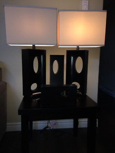 Lamp set with 2 accent pieces(vases)