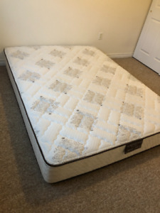 Queen mattress ( MUST GO)