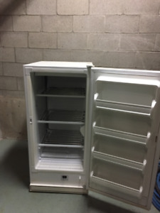 KENMORE 8.7 C.F. UPRIGHT FREEZER