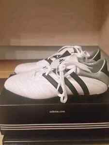 Adidas soccer shoes/ Souliers de soccer 11 NEW West Island Greater Montréal image 2