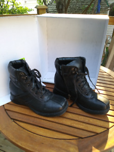 Ladies Leather Winter Boots - Size 8