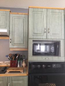 Haut d'armoires de cuisine