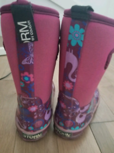 Girls size 11 winter boots. Excellent condition.