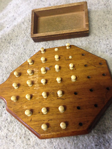 VINTAGE EARLY BOARD GAME FRENCH IVORY PEGS MUSKOKA