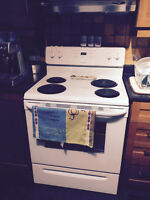 Electric Stove as new: Free Washer/Dryer